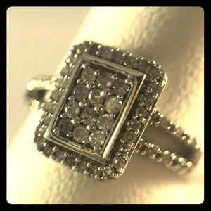 Beautiful 1/2 ctw 10k white gold engagement ring